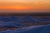 Kruiend ijs met ondergaande zon
